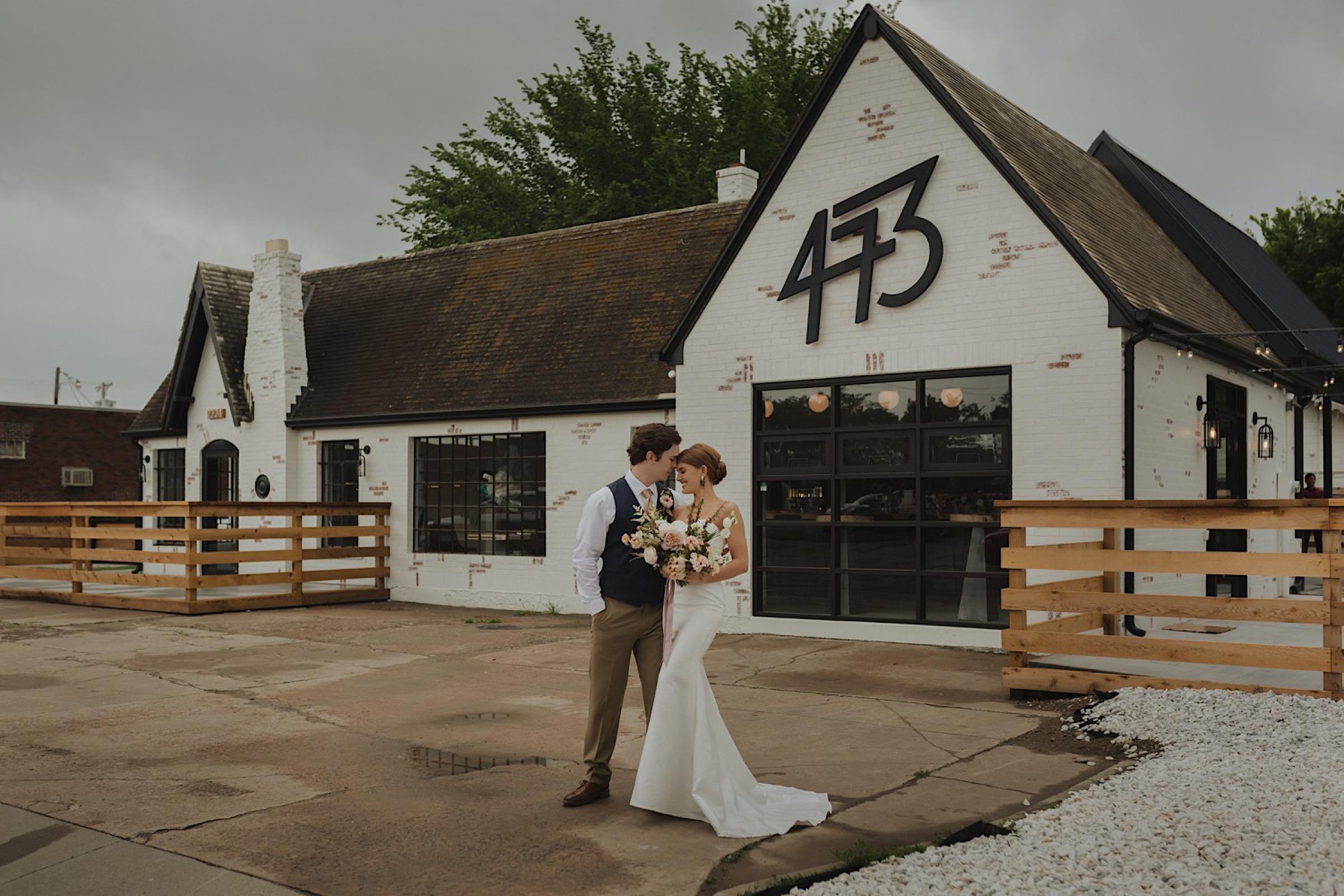 Contemporary Wedding, Bar 473 Tulsa – Jordan Taylor Photography