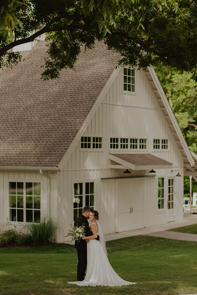 Spain-Ranch-Black-and-White-Modern-Wedding-Barn-Tulsa-Wedding-Photographer