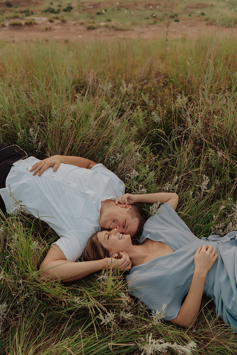 gloss-mountain-state-park-engagement-session-couple-laying-in-grass-tulsa-wedding-photographer