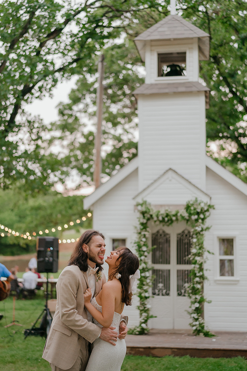 Little-White-Chapel-Small-Ceremony-Wedding-elopement-photographer-1960s-inspired